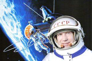 pervyj_vykhod_v_kosmos